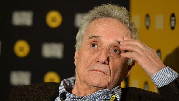 Režisér, scenárista a herec Marco Bellocchio na páteční tiskové konferenci Febiofestu.
