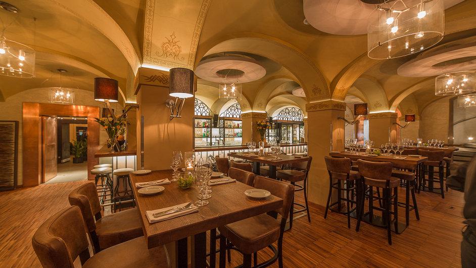 Jedna znejlepších malostranských restaurací mění tvář. Porekonstrukci nastoupil nový šéfkuchař aodlišná bude také filozofie podniku. Vše vduchu hesla sezonní alokální.