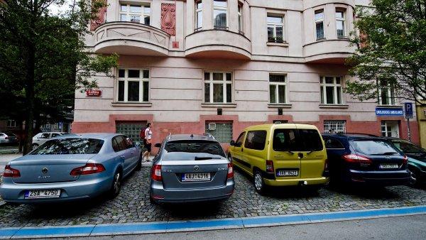 V zónách placeného stání v Praze vybralo město loni celkem 521 milionů korun.