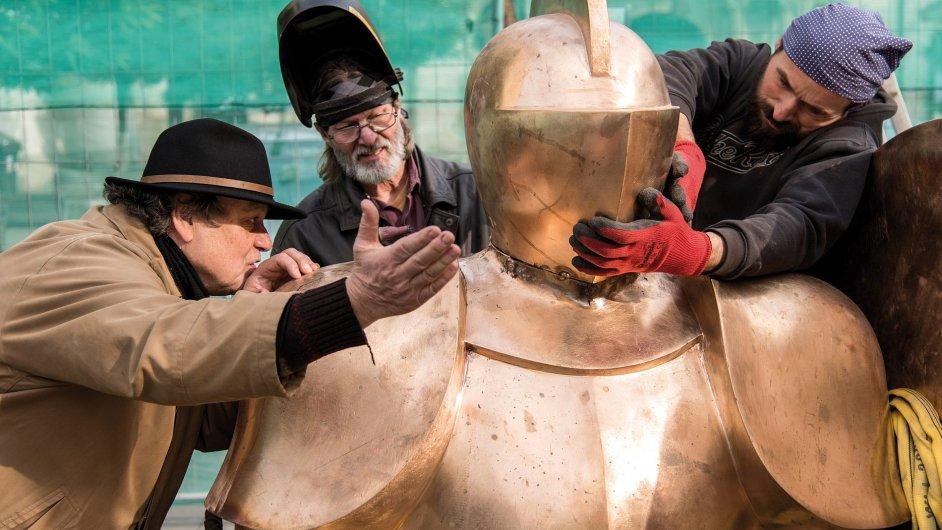 Časosběrný dokument Odvaha vypráví o realizaci jedné z největších bronzových soch na světě, alegorie Odvahy Jaroslava Róny, jež byla odhalena v centru Brna v říjnu loňského roku.