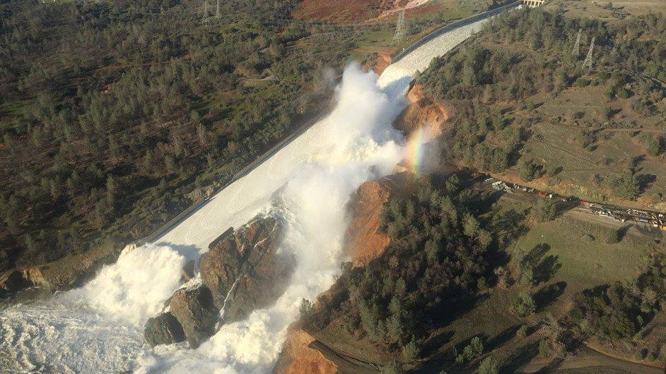 Oroville, Kalifornie, protržení přehrady