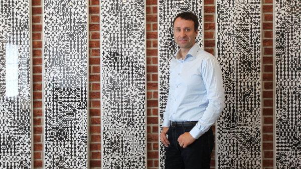 """""""Důležitý je pro nás hlavně německý trh a prodeje v USA, které tvořily deset procent tržeb celé firmy,"""" říká generální ředitel firmy Jiří Grund mladší."""
