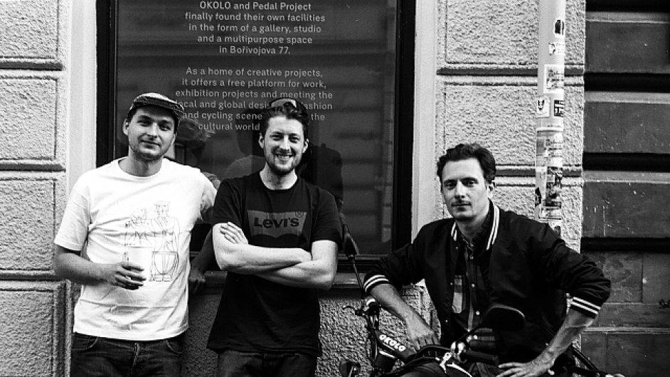 Kurátorský tým Okolo tvoří Adam Štěch, Matěj Činčera a Jan Kloss.