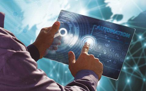 Umělá inteligence, automatizace a robotika je v podnikovém prostředí na vzestupu
