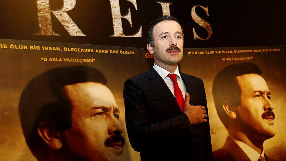 Na snímku z premiéry filmu Reis je herec Reha Beyoglu, který ztvárnil tureckého prezidenta Recepa Tayyipa Erdogana.
