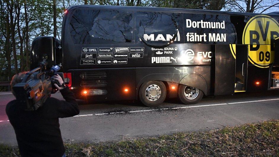 Autobus fotbalistů Borussie Dortmund poškodily exploze.