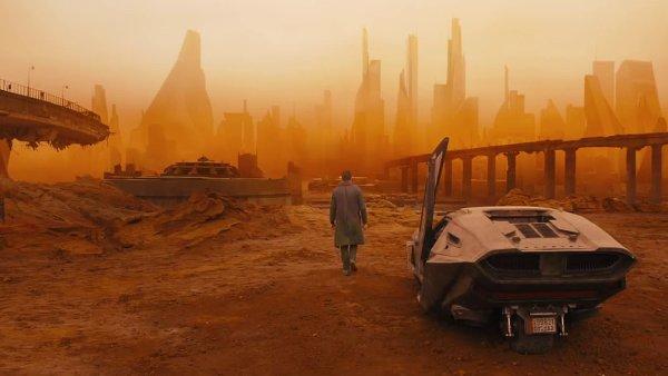Snímek z nového traileru na Blade Runnera 2049.