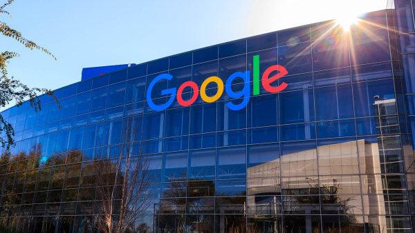 Google dostal rekordní pokutu 2,42 miliardy eur od Evropské komise. IT gigant odmítá, že by zneužíval dominance na trhu