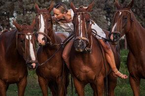 Díky koním jsem zůstala normální, říká špičková amatérská hráčka póla Martina Lowe