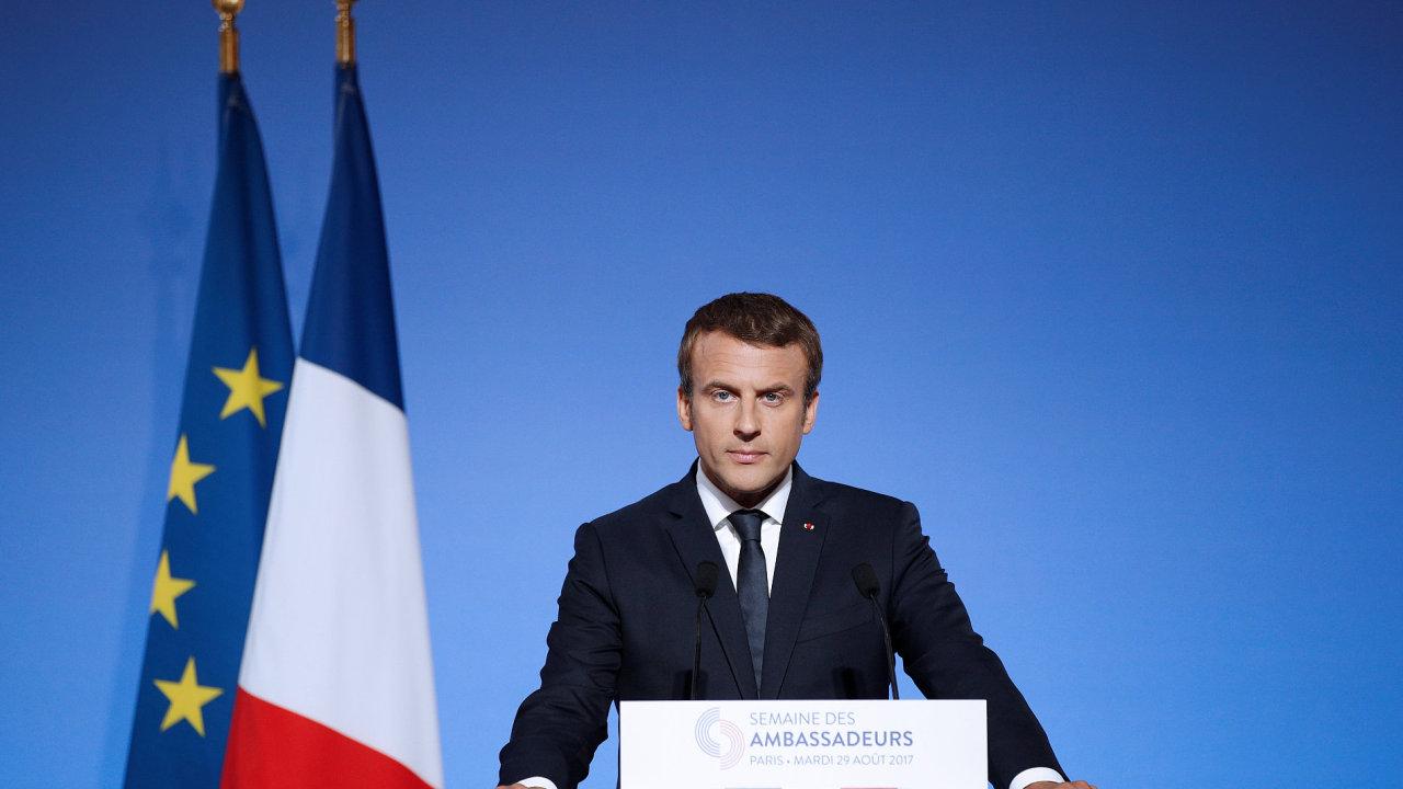 Francouzský prezident Emmanuel Macron během projevu v Elysejském paláci.