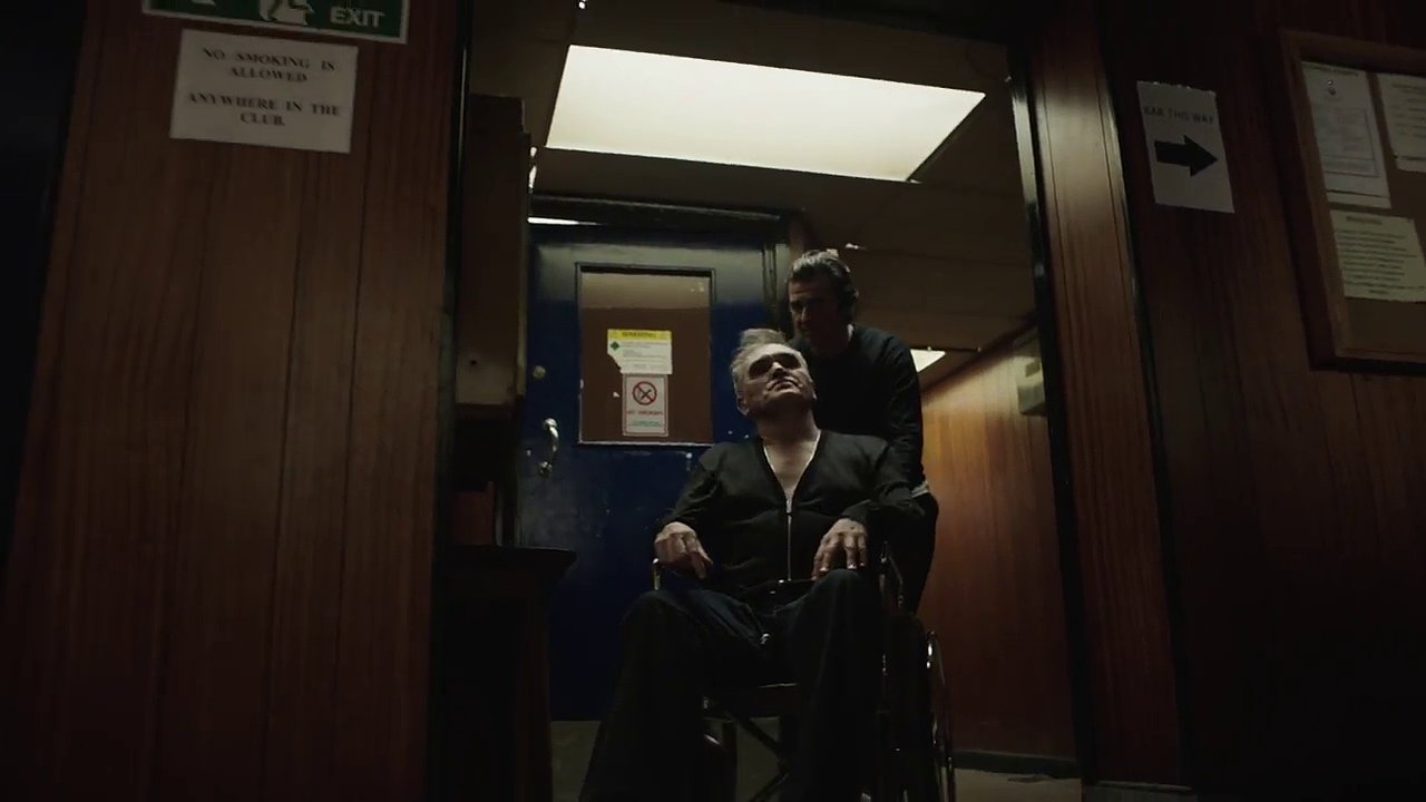 Snímek z Morrisseyho nového klipu.