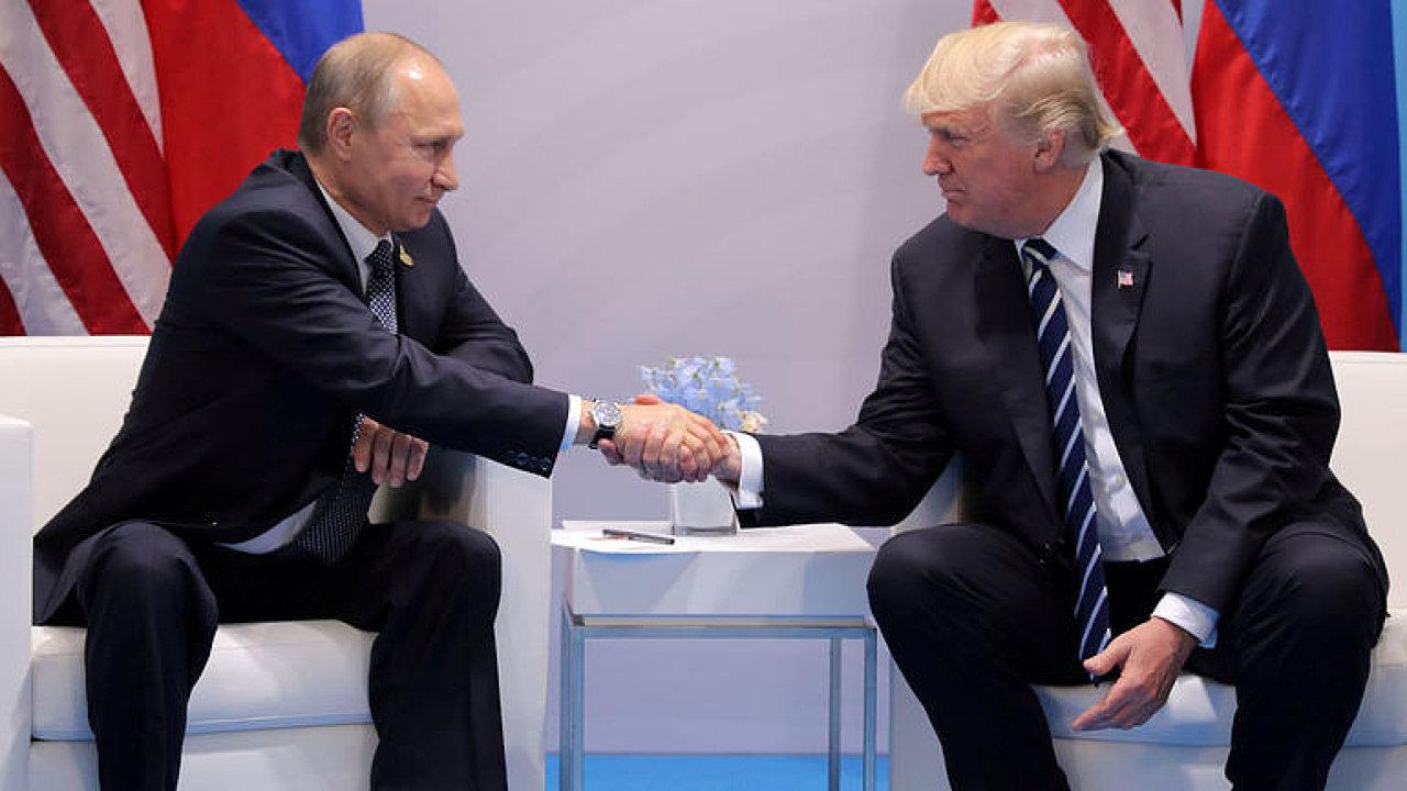Západ je jako mizerný hotel, Rusko jako vězení. Nejsou to dvě strany jedné mince, říká Lucas.