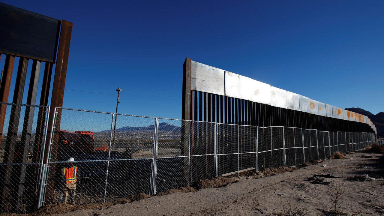 Plot mezi Mexikem a USA 25.1.2017 v Sunland Parku