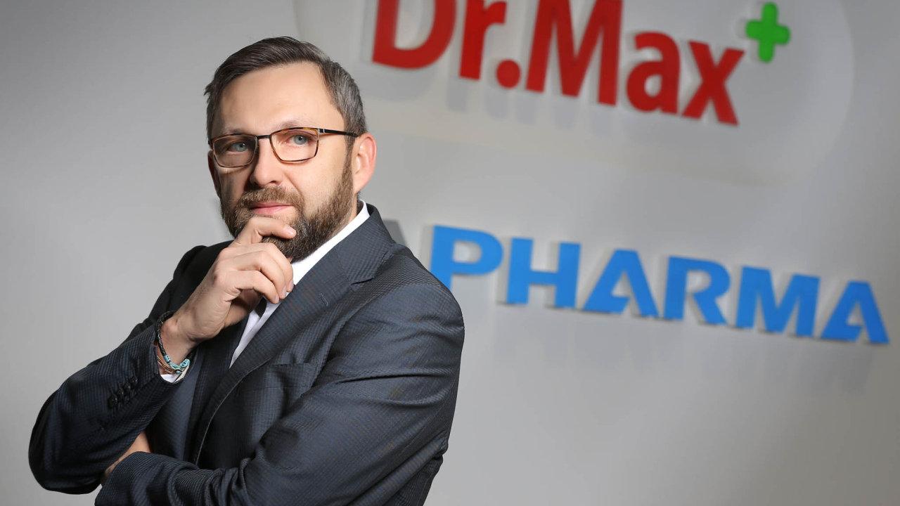 Daniel Horák nastoupil dovedení českého Dr.Maxe vroce 2013. Předtím řídil pobočku kosmetické afarmaceutické skupiny Johnson & Johnson. Působil ivePfizeru.