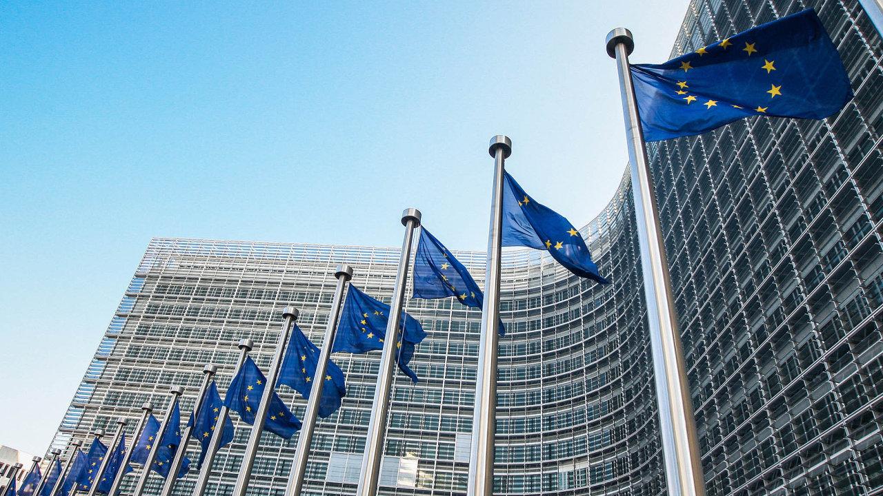 Evropská komise navrhla nástroje, které mají podle ní zajistit lepší fungování společné evropské měny euro.