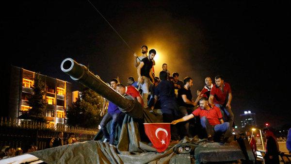 Stát před lety označil Turecko za klíčovou zemi pro vývoz. Teď se musí exportéři vyrovnat s klesající kupní silou tamních firem