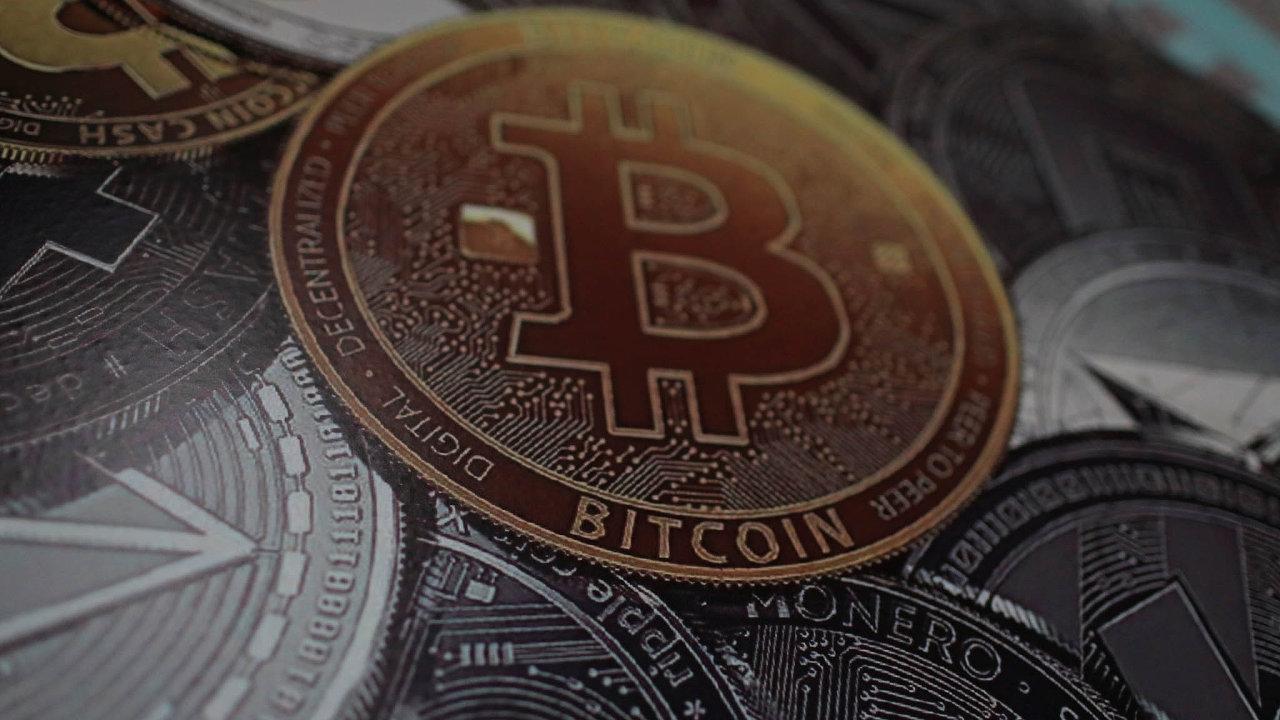 Cena bitcoinu se propadla o více než deset procent - Ilustrační foto.