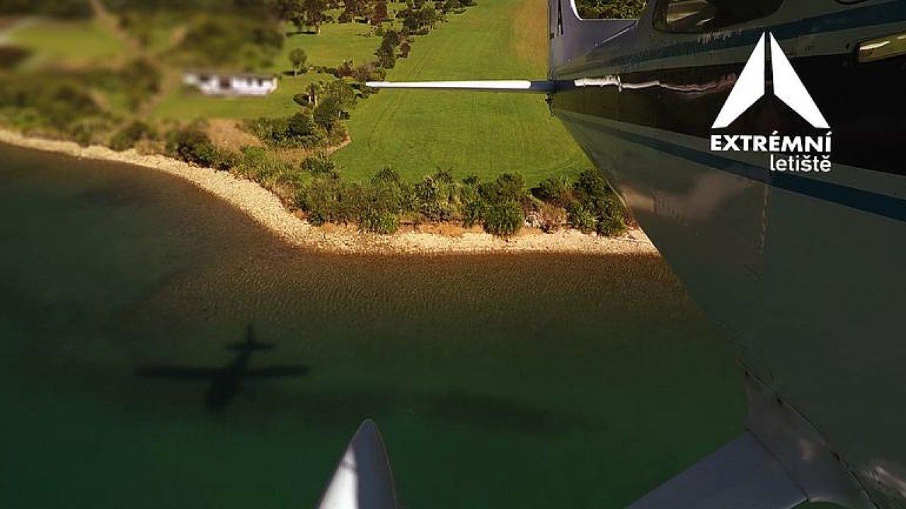 Letiště v zátoce Savill Bay.