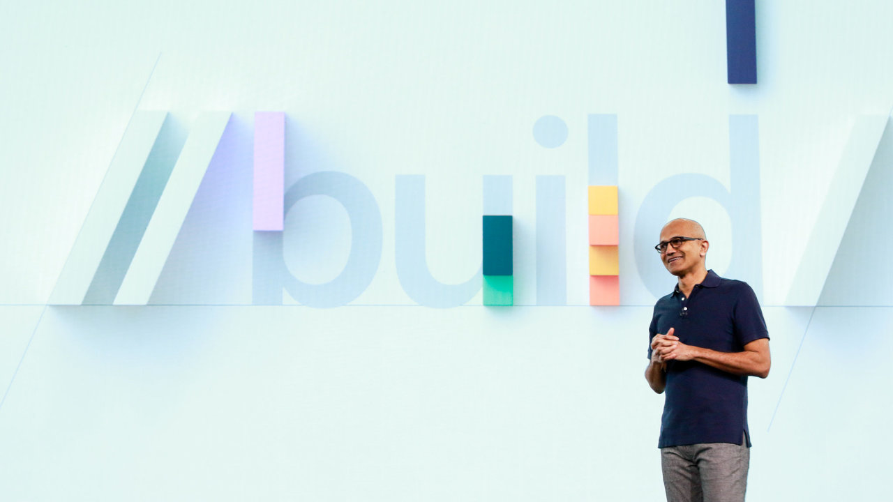 Šéf Microsoftu Satya Nadella se na konferenci Build soustředil na firemní zákazníky a vývojáře.