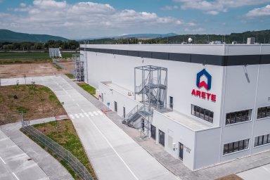 Český fond Arete Invest, který se zaměřuje na investice do nemovitostí, zkolaudoval koncem května novou halu ve svém slovenském průmyslovém areálu v Novém Meste nad Váhom.