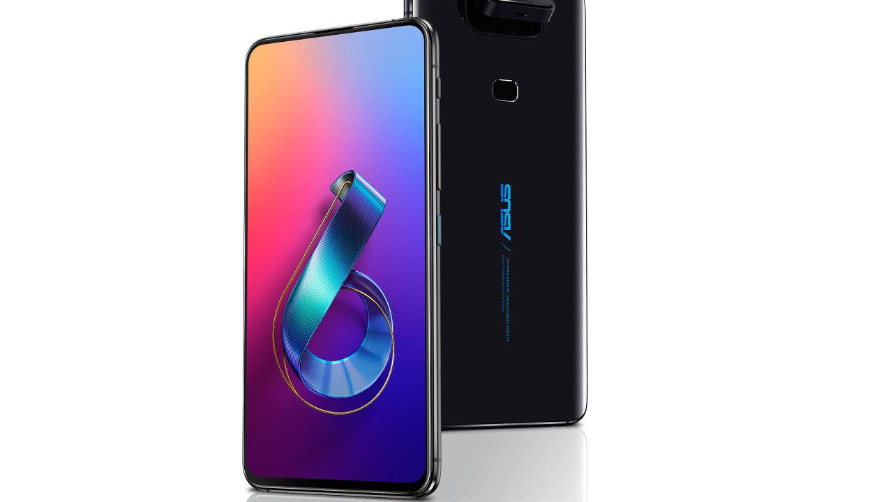 Telefon Zenfone 6 od Asusu se odkonkurence odlišuje neobvyklou konstrukcí: zadní fotoaparát lze překlopit dopředu, čímž se promění ve velmi kvalitní selfie kamerku.