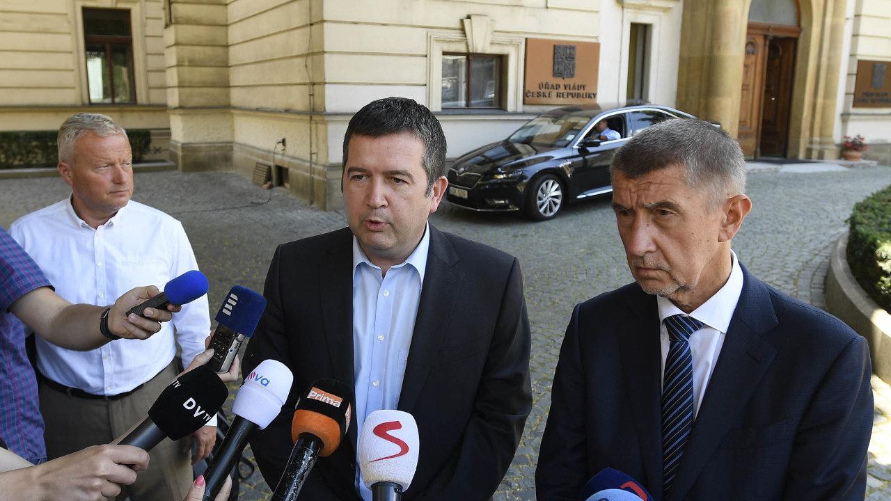Předseda vlády a hnutí ANO Andrej Babiš půjde se šéfem ČSSD Janem Hamáčkem přesvědčovat prezidenta Miloše Zemana, aby podepsal návrh na odvolání stávajícího ministra kultury a jmenoval nového.