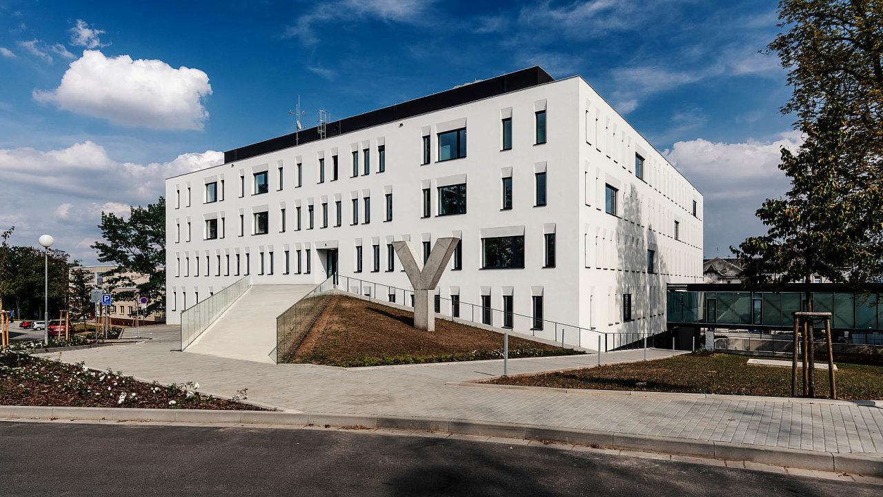 II. interní klinika– gastroenterologická ageriatrická volomoucké fakultní nemocnici se stala prvním zdravotnickým zařízením vČesku vtakzvaném pasivním energetickém standardu.