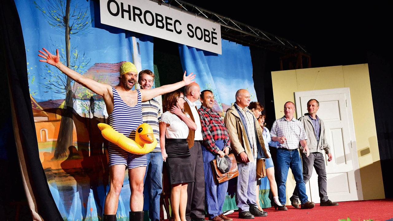 Klétu vDolních Břežanech patří také divadelní představení podširým nebem.