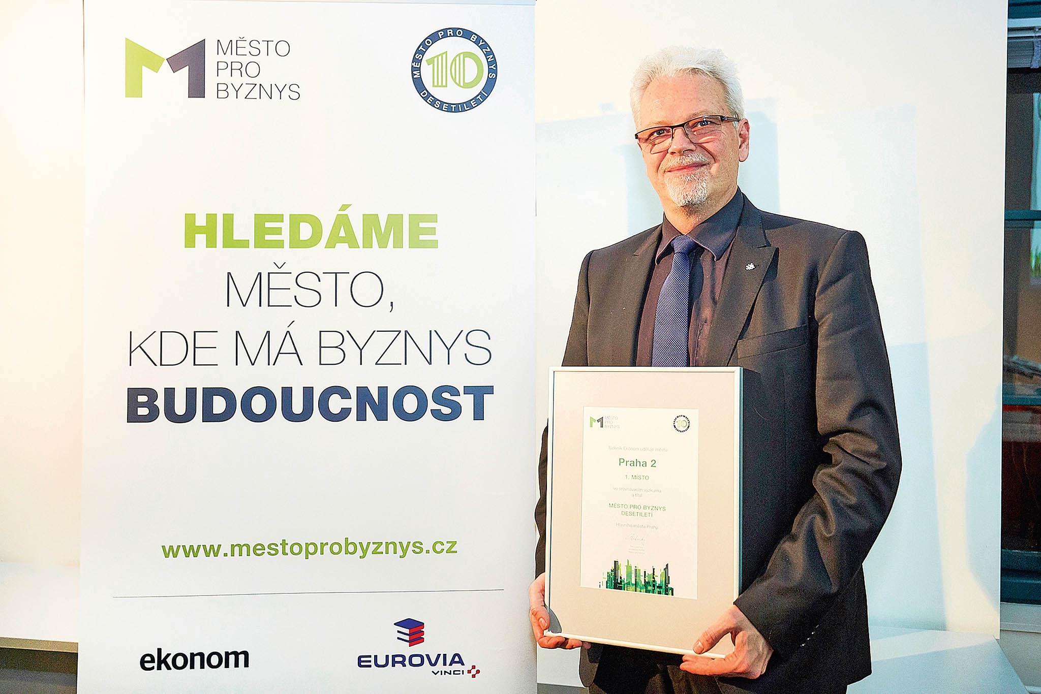 Tajemník vítězné městské části Praha 2Michal Kopeckýsi pochvaloval mimo jiné ispolupráci spodnikateli.