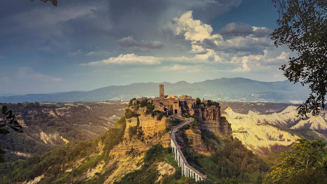 Úpadek bezČíňanů. Historické městečko Civita di Bagnoregio založili ve starověku Etruskové.