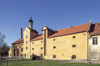 Místo původně plánované staré fary mají architekti Jana aPavel Prouzovi pivovar. Rozpadlou technickou památku zachránili.