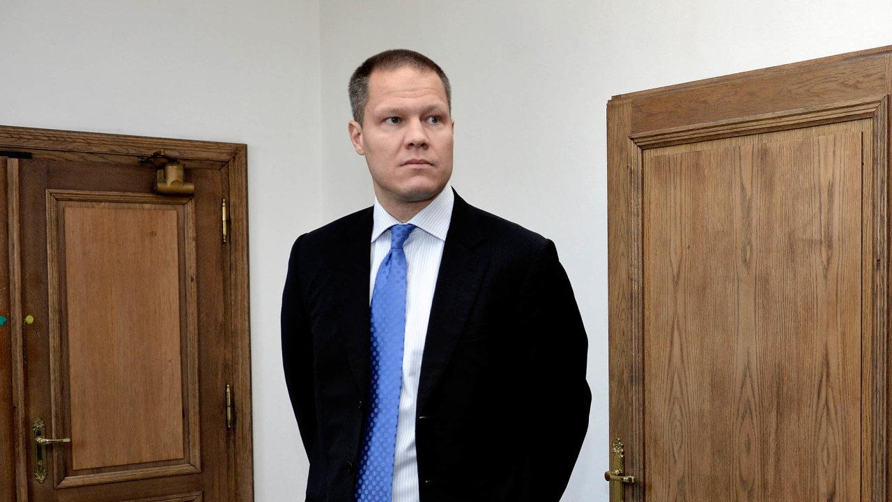 Necelou hodinu strávil vúterý před senátem Krajského soudu vPraze Filip Bušina, bývalý investiční náměstek středočeských nemocnic atehdejší poradce odsouzeného středočeského hejtmana Davida Ratha.