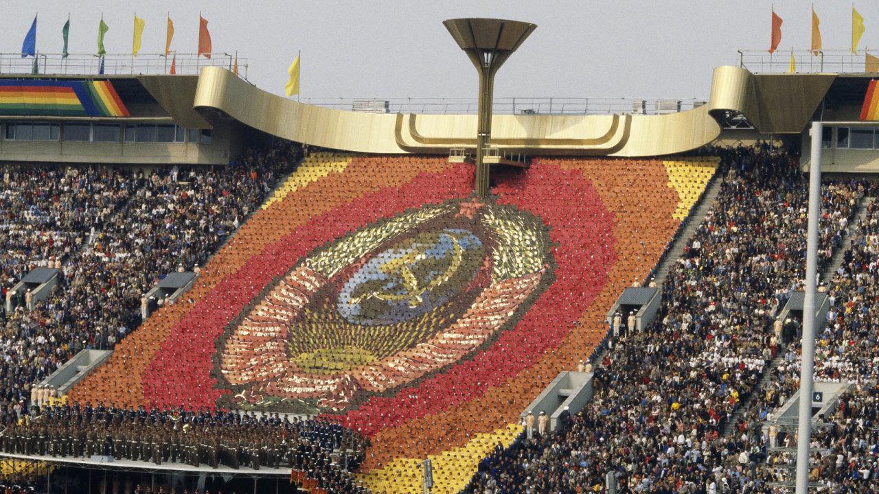 Snaha ukázat se. Slavnostní zahájení olympiády vMoskvě bylo dobově velkolepé. Socialistická propaganda vněm jela naplno.