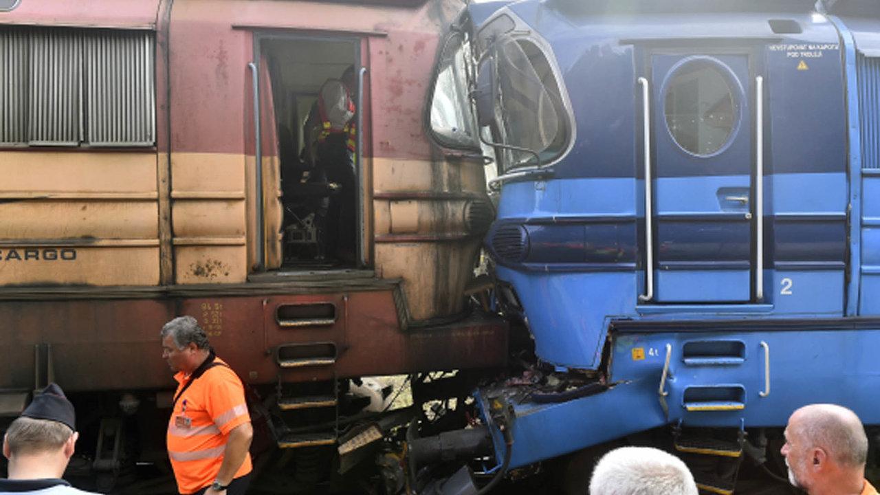 Nehoda vJihlavě: Vúterý se nanádraží vJihlavě srazil nákladní vlak slokomotivou kvůli nedodržení zákazu jízdy. Oba stroje vykolejily, nikdo se nezranil.
