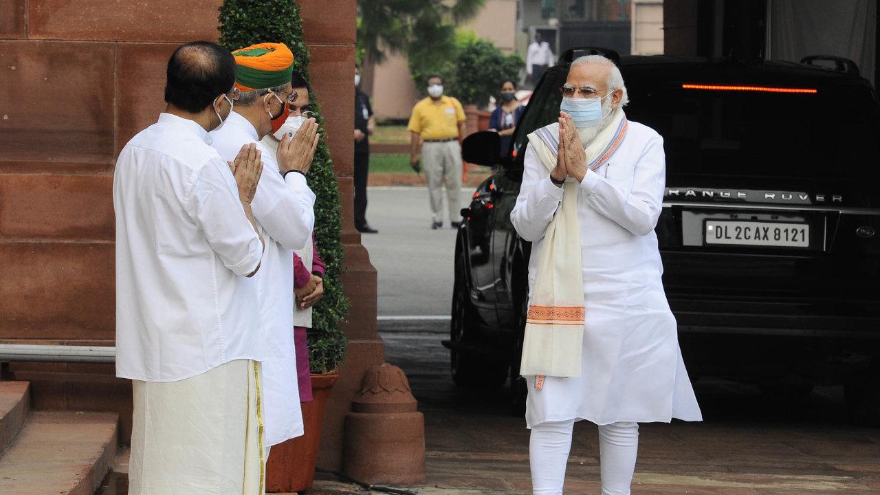 Naréndra Módí.Indický premiér si dokázal získat přízeň naprosté většiny Indů, například svou vizí silné amoderní Indie jako globálního lídra. Zároveň ale občas zneužívá populistické anacionalistické rétoriky.