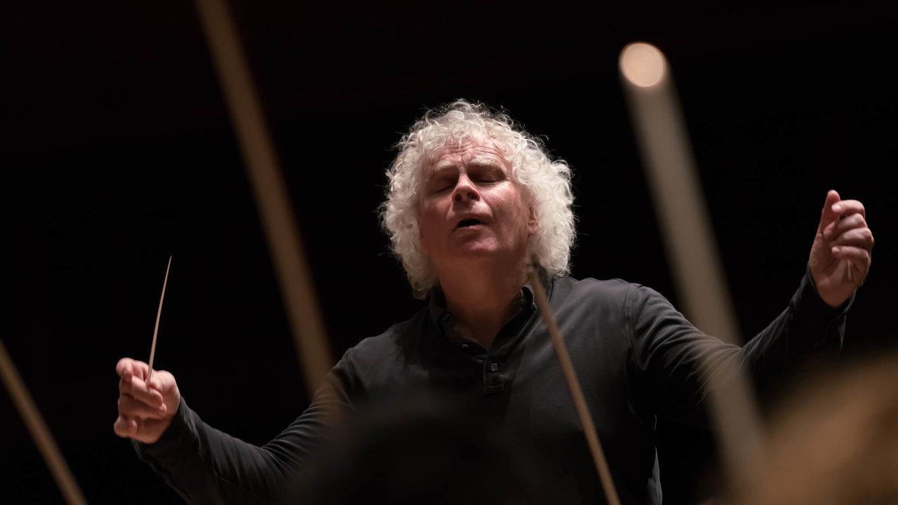 Sir Simon Rattle jednou poznamenal, že dirigent začíná být dobrý ve věku, kdy jiní odcházejí do důchodu.