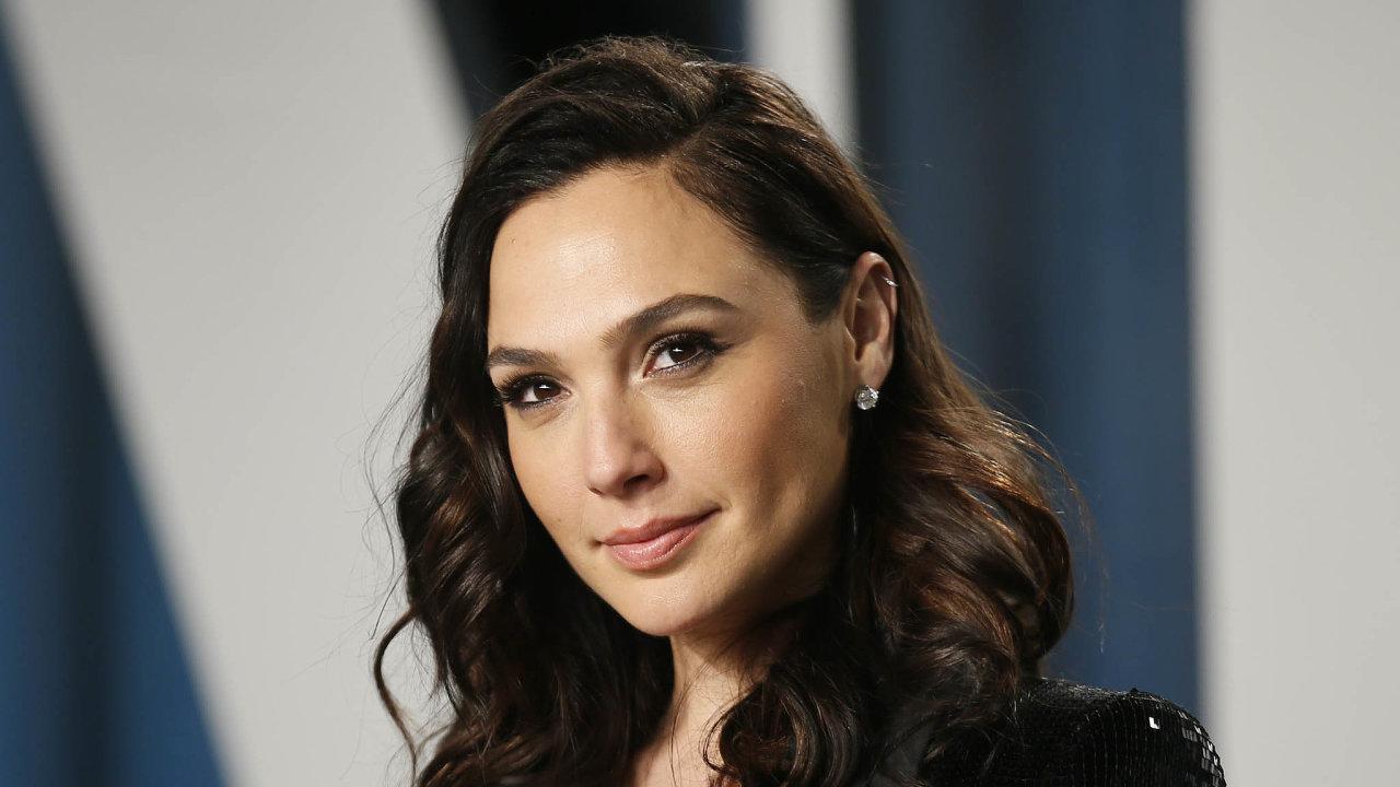 Herečka Gal Gadotová se proslavila hlavně jako Wonder Woman. Letos ji ale diváci uvidí ivakčním snímku Red Notice, který uvede streamovací služba Netflix.