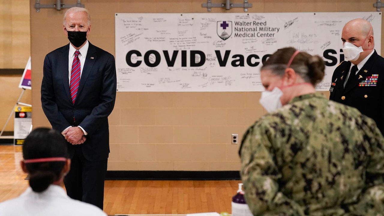 Prezident proti nákaze: Joe Biden považuje boj proti nákaze koronavirem apomoc americké ekonomice, kterou pandemie zasáhla, zajeden zklíčových úkolů své vlády.