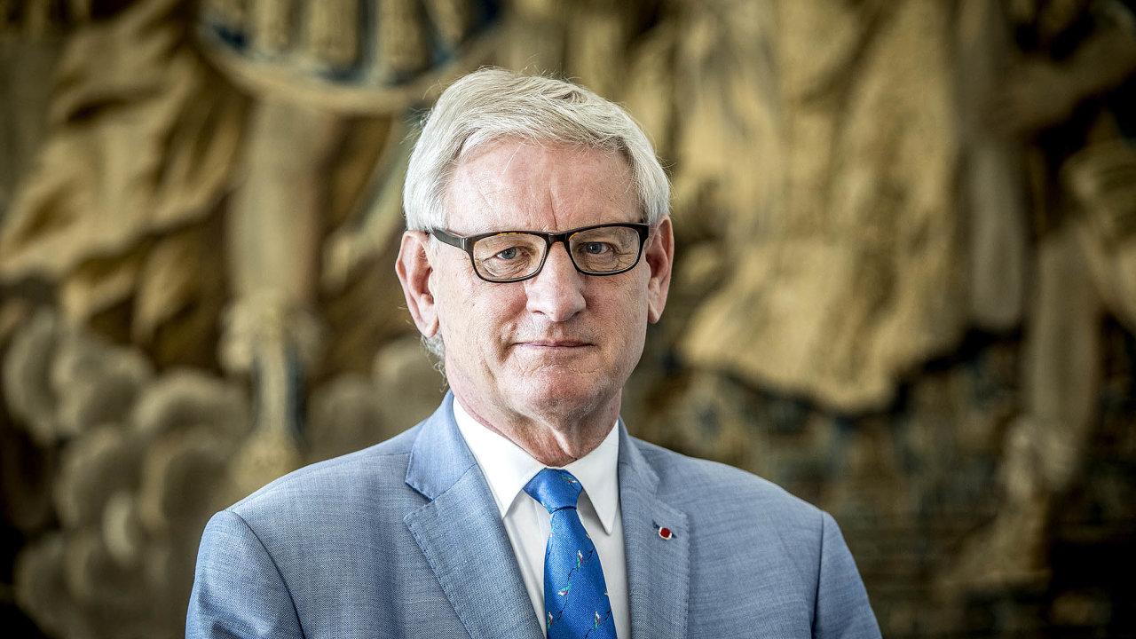 Carl Bildt patří mezi evropské politiky spoměrně tvrdým akritickým postojem vůči Rusku.