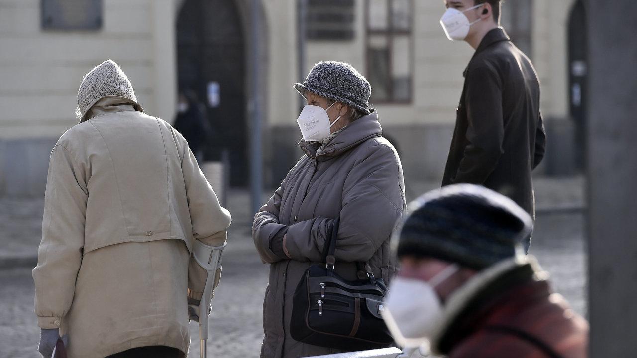 Farmář Milan Mráz nutnost zakrývání dýchacích cest zpochybňuje. Podle vědců je ale přínos roušek a respirátorů jako ochrany při epidemii respiračního onemocnění nezpochybnitelný (ilustrační foto).