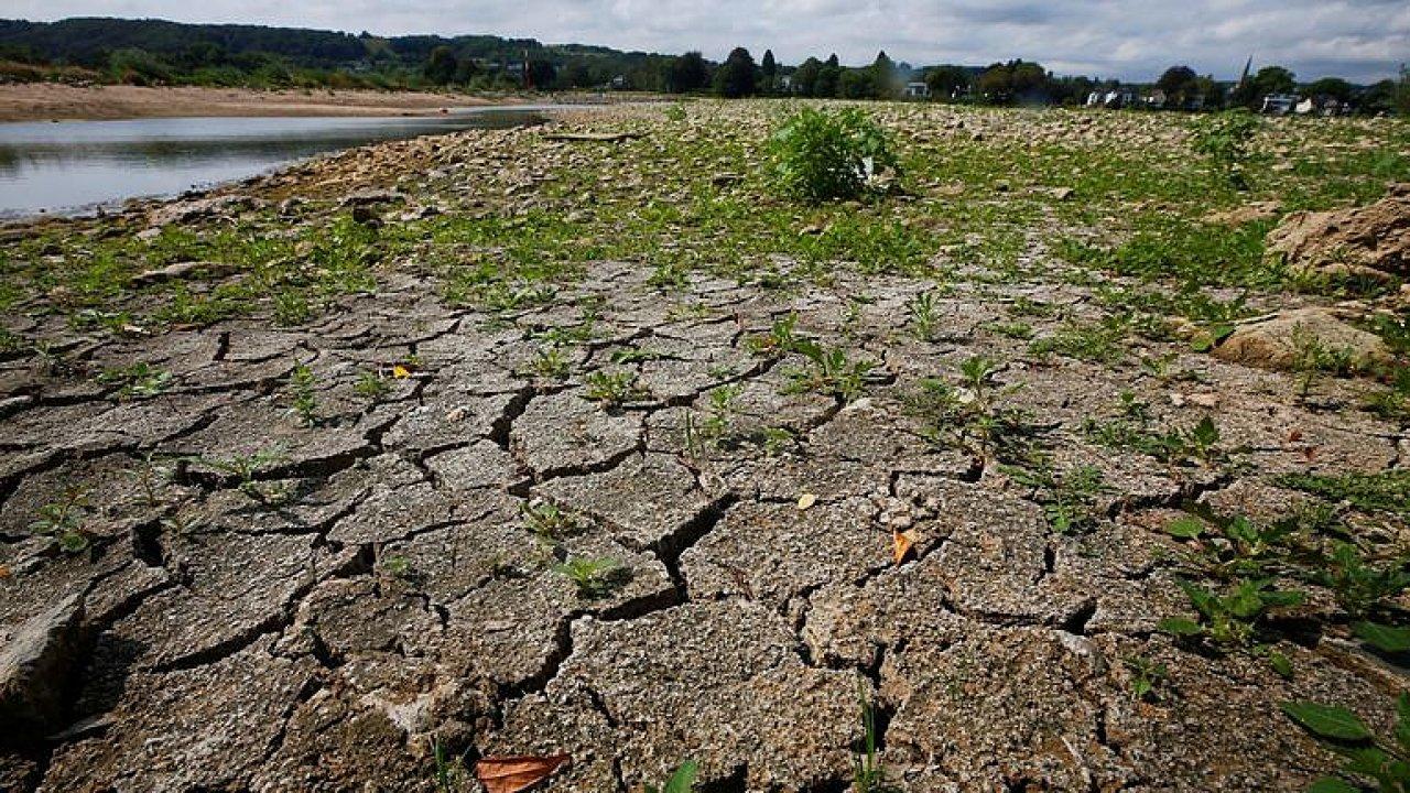 V počasí nás čekají extrémy: Sucha budou delší a srážky možná rekordní, říká Trnka.