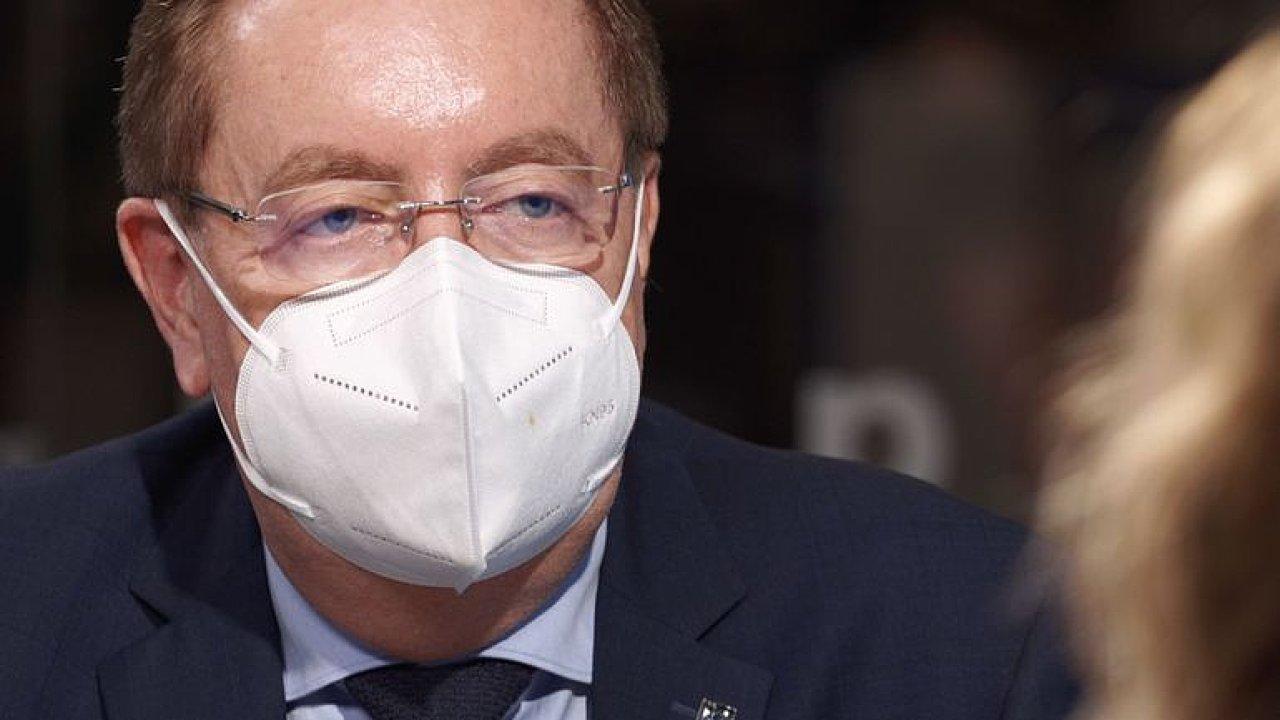 Arenberger: Nejsem ministr Sputniku ani Zemana, úkoly mi dává Babiš, vakcín je málo