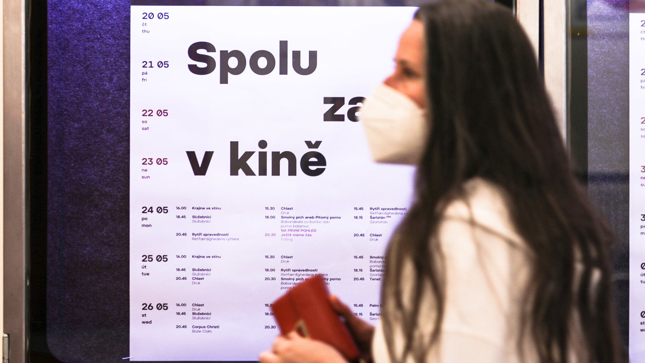 Po půlroční pauze způsobené koronavirem se v Česku začala otevírat kina.