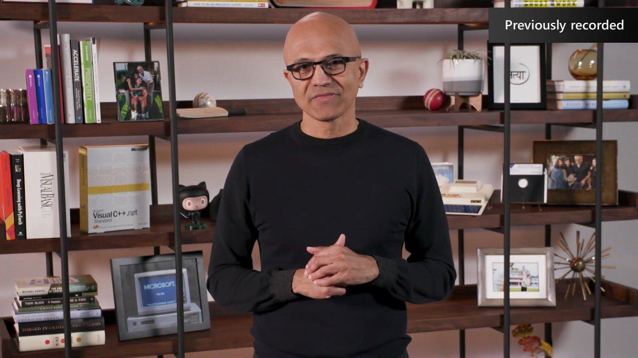 Šéf Microsoftu Satya Nadella není strhující řečník, ale Microsoftu se pod jeho vedením finančně daří.