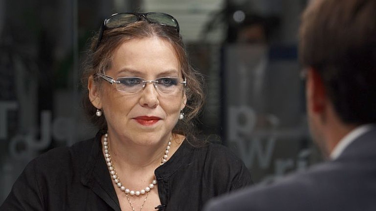 S odsouzeným A. B. Bartošem nemám problém, říká Vítová. Rozhovor skončil předčasně