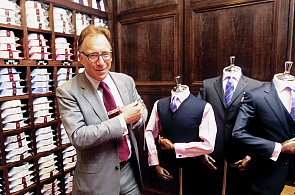 Procestoval Japonsko, Singapur, Malajsii. Teď chce naučit české muže nosit oblek