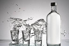 Tekutý oheň v útrobách: Nejsilnějším lihovinám z celého světa vévodí polská vodka pálená z obilí
