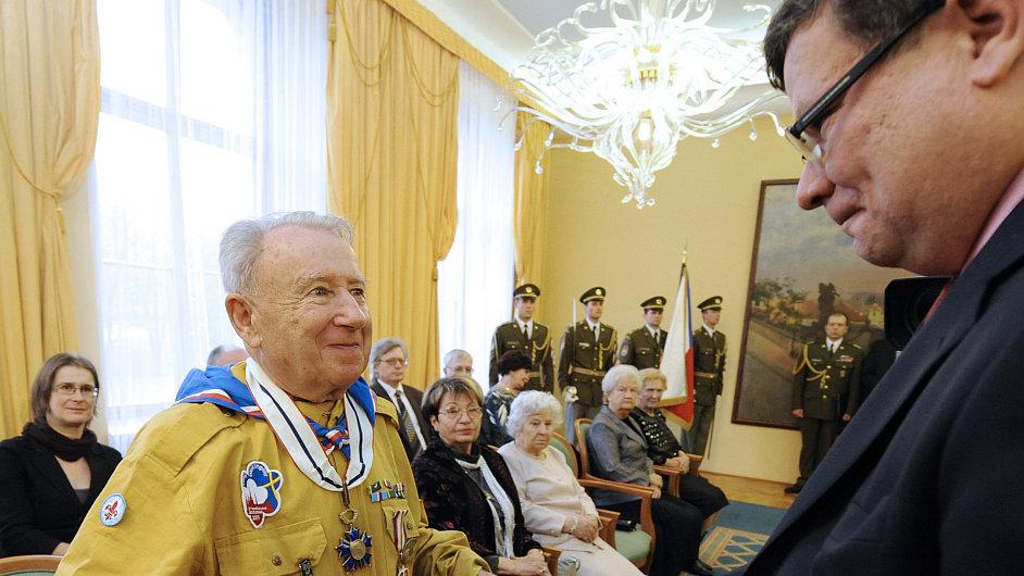 František Zahrádka při předávání ocenění za protikomunistickou činnost