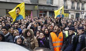Čtvrteční demontrace Kurdů v Paříži