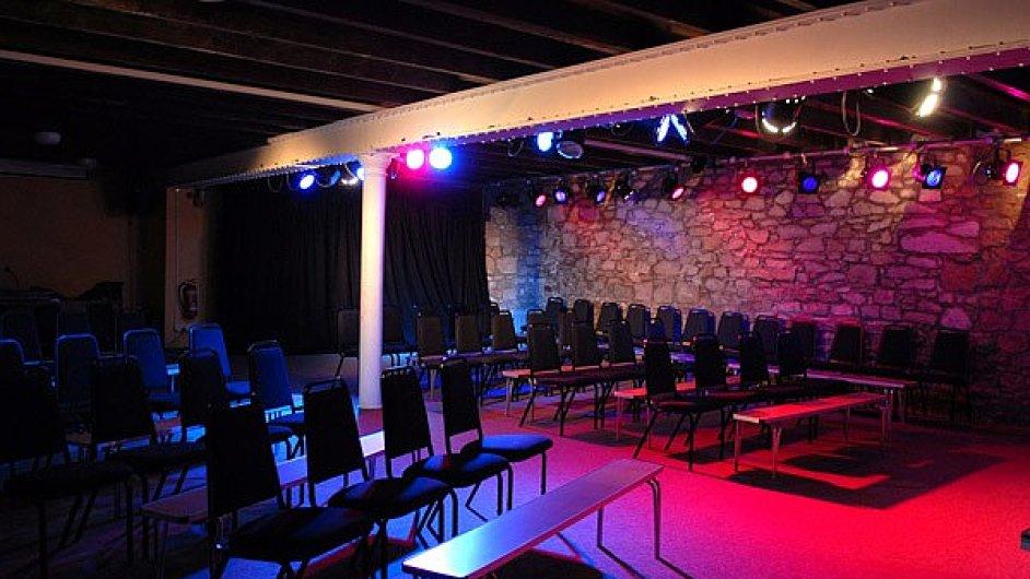 Jedním z rušených divadel v Moray je Warehouse Theatre.